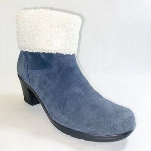Clarks Bendables Blue Suede Fur Lined Booties 8.5M
